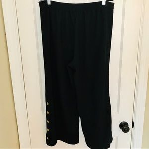 Who What Wear Black Wide Leg Button Capri Size X
